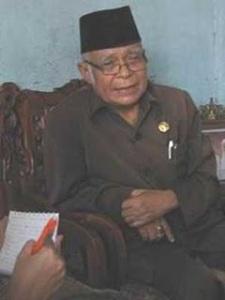 https://trackmajumundur.files.wordpress.com/2010/11/1945-ilyas_karim-b.jpg?w=225
